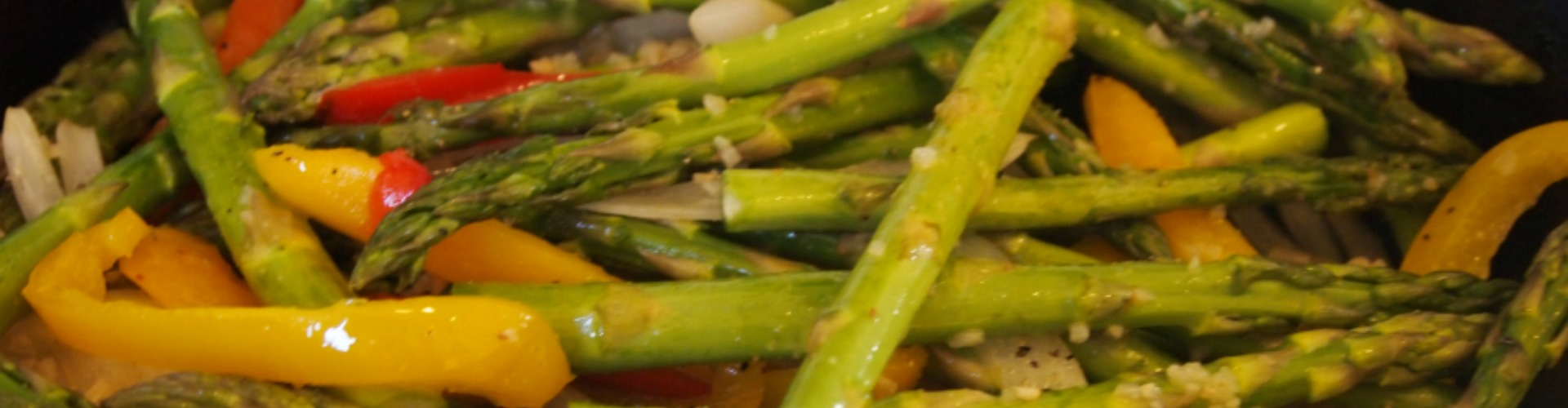 http://www.luscombesfarmshop.co.uk/wp-content/uploads/2015/04/asparagus.jpg